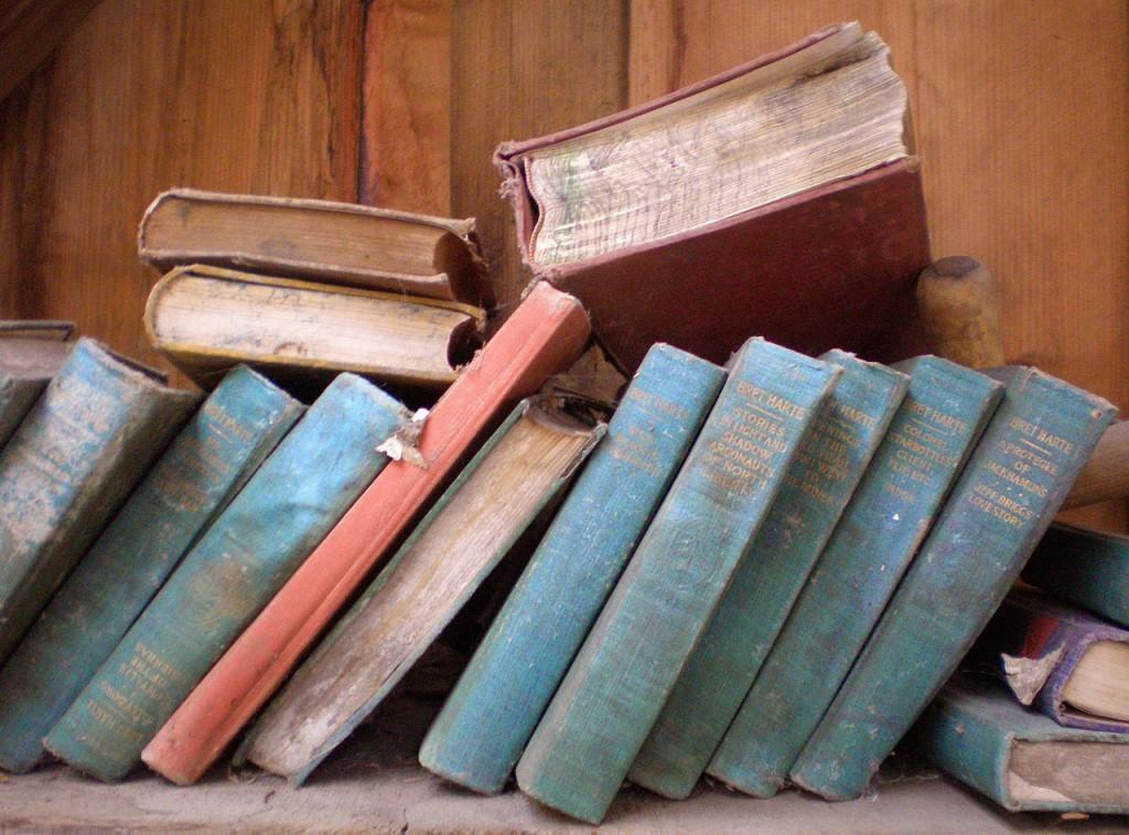 books-785894_1280